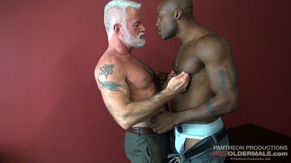 Muscle homo anal stab with spunk flow