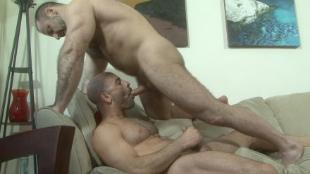 Naked muscle daddy